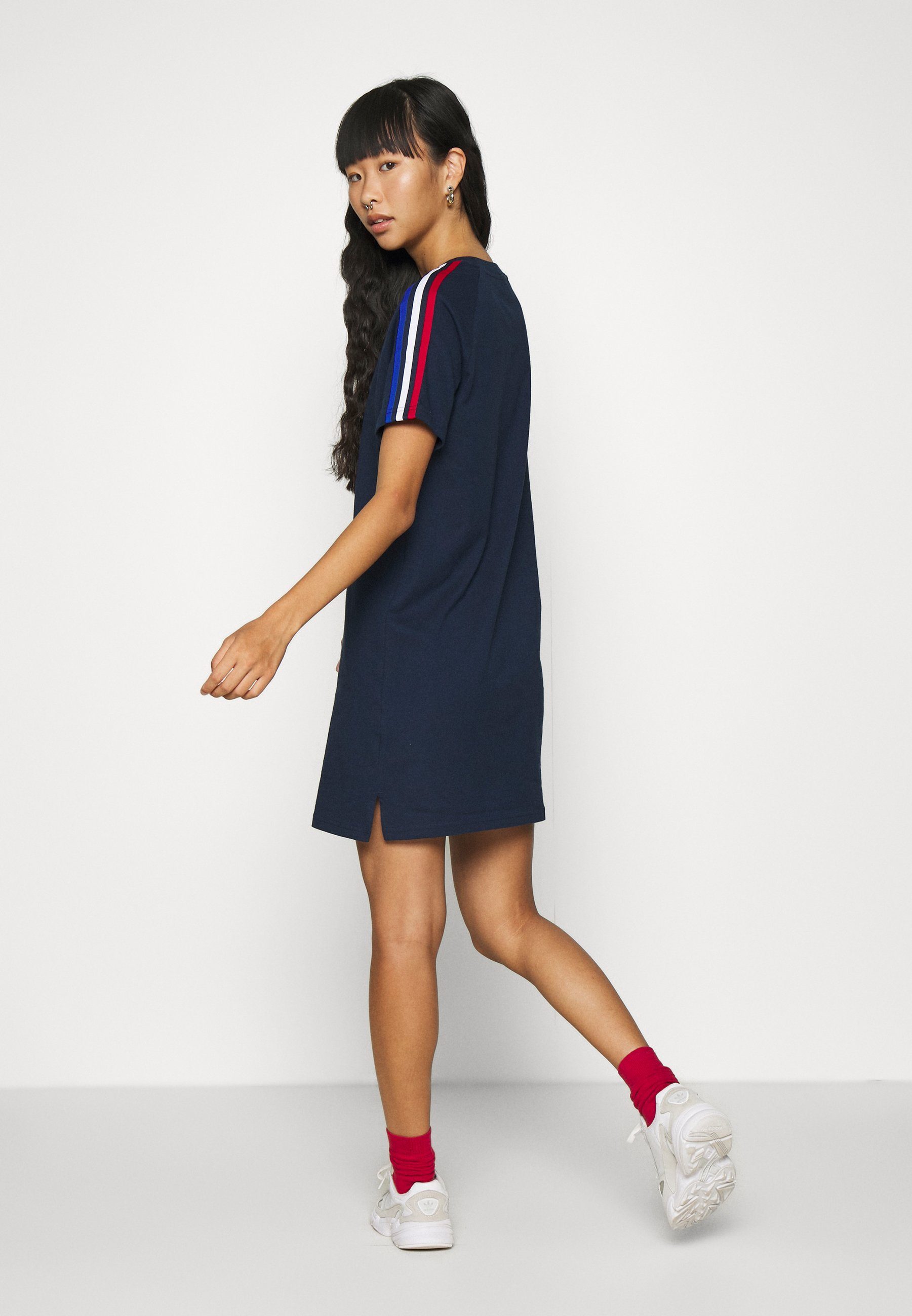 adidas Originals STRIPES SPORTS INSPIRED REGULAR DRESS Jerseykleid collegiate navy/dunkelblau