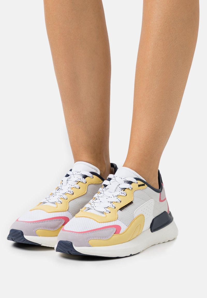 Bullboxer - Sneakers laag - lila