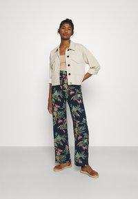 Vero Moda - VMSIMPLY EASY WIDE PANT - Pantaloni - navy blazer - 1