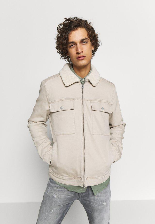 SHERPA LINED TRUCKER - Denim jacket - tan