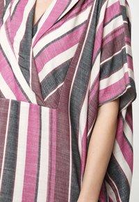 Madam-T - KORNA - Maxi dress - fuchsia/black - 5