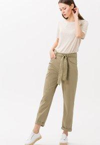 BRAX - STYLE MELO - Trousers - khaki - 1