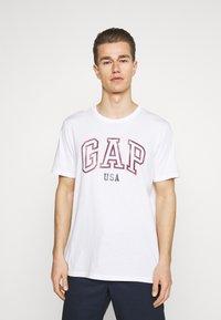 GAP - CITY ARCH TEE - Print T-shirt - optic white - 2