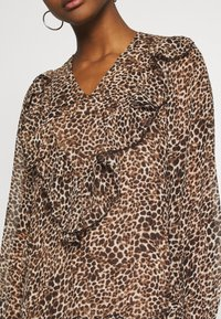 Missguided - NECK FRILL DETAIL SMOCK DRESS LEOPARD - Day dress - stone - 5
