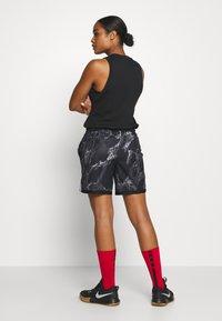 Nike Performance - NIKE DRI-FIT DAMEN-BASKETBALLSHORTS - Sports shorts - black/white - 2