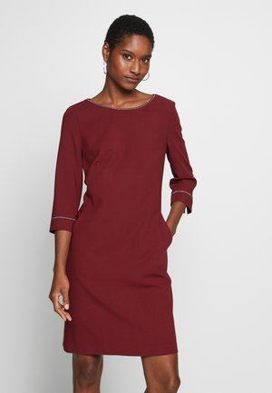 KURZ - Denní šaty - burgundy