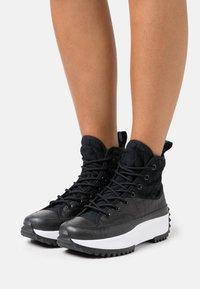 Converse - RUN STAR HIKE PLATFORM DIGITAL EXPLORER - Zapatillas altas - black/white - 3