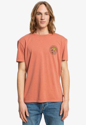 MOUNTAIN VIEW - Print T-shirt - cinnamon