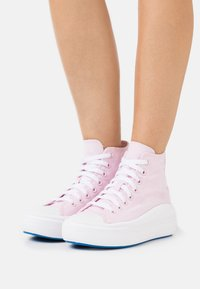 Converse - CHUCK TAYLOR ALL STAR MOVE PLATFORM GLOSSY - Zapatillas altas - pink foam/digital blue/white - 0
