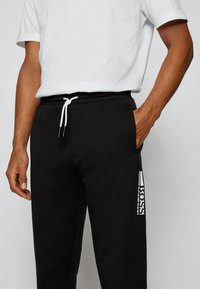 BOSS - Trainingsbroek - black - 3
