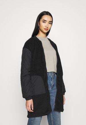 ONLGILES JACKET LONG  - Zimní kabát - black