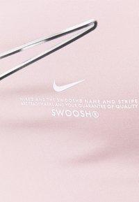 Nike Performance - INDY PACK BRA - Sujetadores deportivos con sujeción ligera - champagne/white - 5