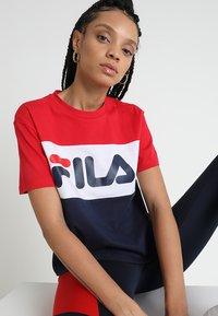 Fila - ALLISON - Print T-shirt - black iris/true red/bright white - 3