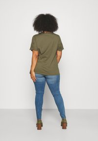 Vero Moda Curve - VMTANYA CUT - Jeans Skinny Fit - medium blue denim - 2