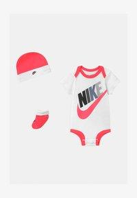 Nike Sportswear - FUTURA MULTI SET - Triko spotiskem - racer pink - 0