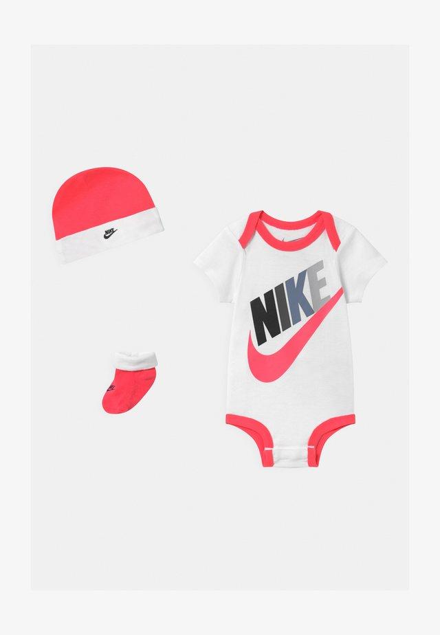 FUTURA MULTI SET - T-shirt con stampa - racer pink