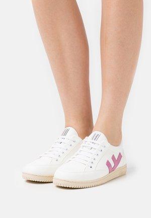 VEGAN ROLAND  - Sneakersy niskie - white/rose/ivory