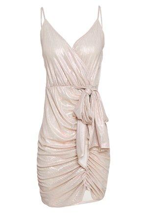 DRAPY SHIMMER DRESS - Sukienka letnia - pink metallic