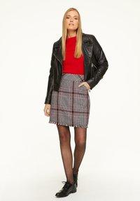 comma - KURZ - Mini skirt - red - 1