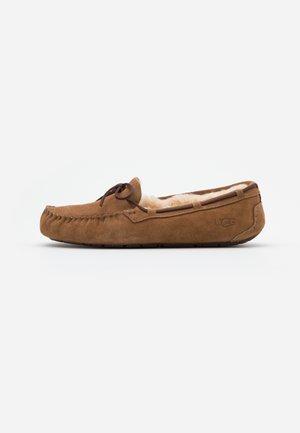 DAKOTA - Slippers - chestnut