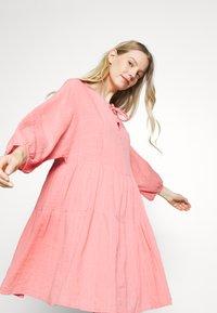 Part Two - DENCIA - Day dress - peach blossom - 3
