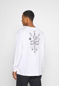 RETHINK Status - UNISEX REGULAR FIT - Print T-shirt - white - 2