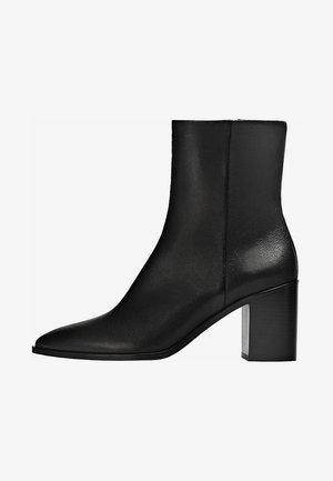 BREITEM ABSATZ - Classic ankle boots - black