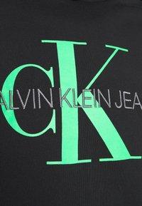 Calvin Klein Jeans - MONOGRAM HOODIE - Huppari - black - 4