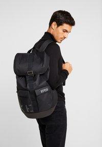 Nike Sportswear - EXPLORE - Batoh - black/white - 1