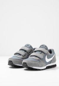 Nike Sportswear - MD RUNNER 2 BPV - Trainers - light grey - 3