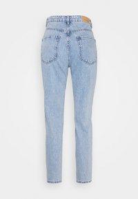 Gina Tricot Petite - DAGNY MOM - Slim fit jeans - light blue - 1