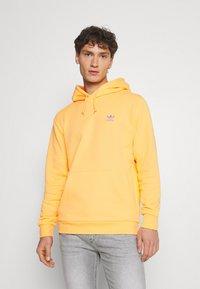 adidas Originals - ESSENTIAL HOODY UNISEX - Hoodie - hazy orange - 0