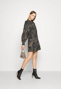 Bruuns Bazaar - ZAZZE DRESS ALINE - Denní šaty - marbell - 1