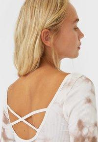 Stradivarius - Print T-shirt - light brown - 3
