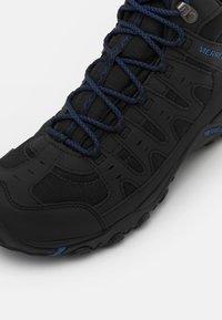 Merrell - ACCENTOR SPORT MID GTX - Chaussures de marche - black/sodalite - 5