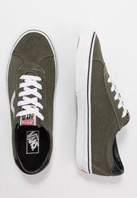 Vans - VANS SPORT - Sneakersy niskie - grape leaf/true white - 1