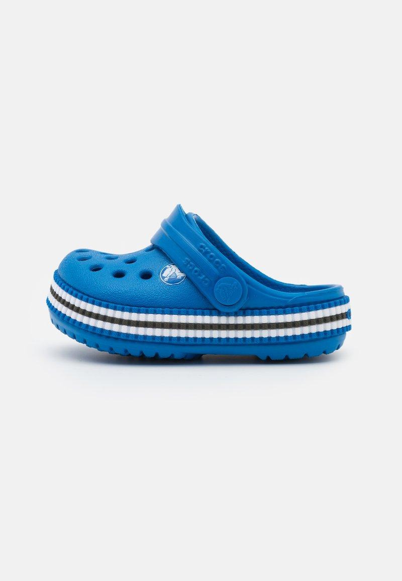 Crocs - CROCBAND VARSITY UNISEX - Pool slides - bright cobalt