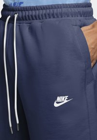 Nike Sportswear - MODERN - Shorts - midnight navy/ice silver/white/white - 4