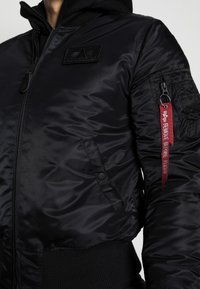 Alpha Industries - TEC BACKPRINT EXCLUSIV - Bomber Jacket - black/red - 4