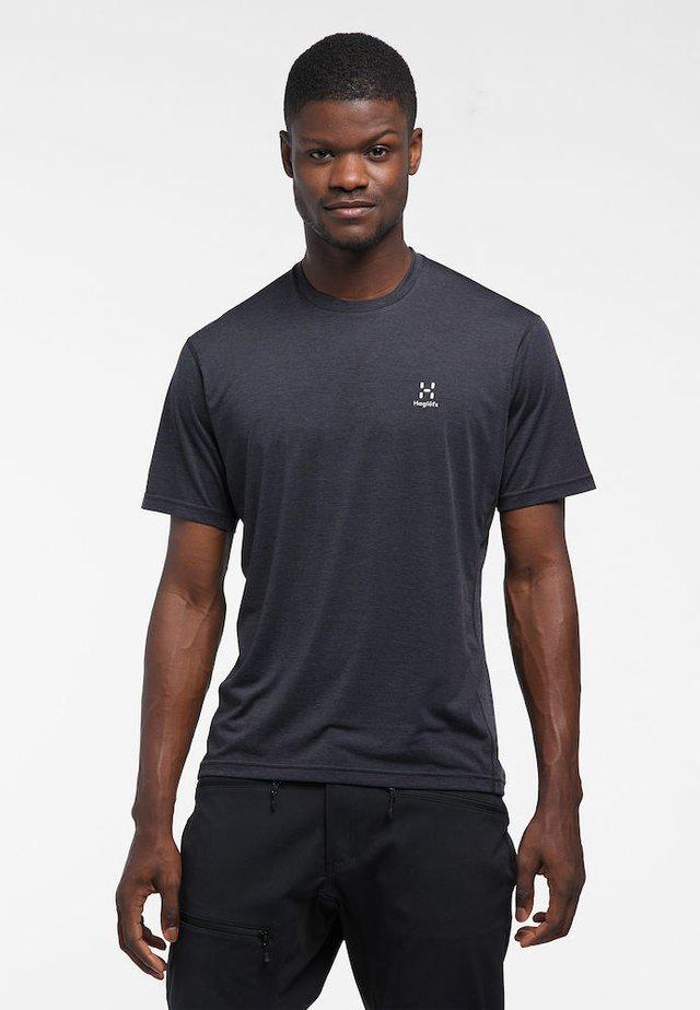 RIDGE TEE - Print T-shirt - true black