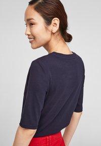 s.Oliver - Print T-shirt - navy kind print - 4