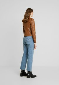 Vero Moda - VMSHEENA SHORT JACKET - Faux leather jacket - cognac - 2