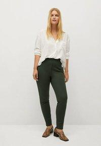 Violeta by Mango - ELASTIC - Trousers - kaki - 1