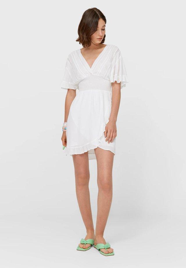 MIT GUMMIZUG 02329387 - Sukienka letnia - white