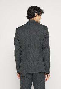 Isaac Dewhirst - Kostuum - grey - 3