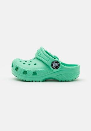 CLASSIC UNISEX - Sandály do bazénu - pistachio