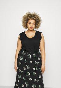 Vero Moda Curve - VMSIMPLY EASY SKIRT - Maxi skirt - black/ann - 3