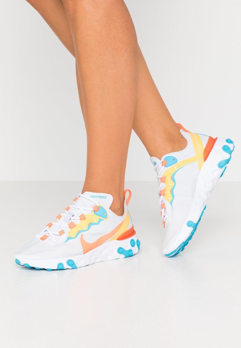 Nike Sportswear - REACT 55 - Baskets basses - football grey/hyper crimson/blue fury/laser orange/white