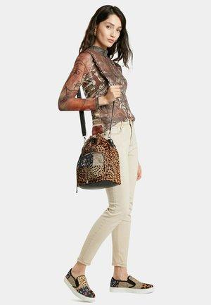 SACK BAG ANIMAL PRINT - Across body bag - brown