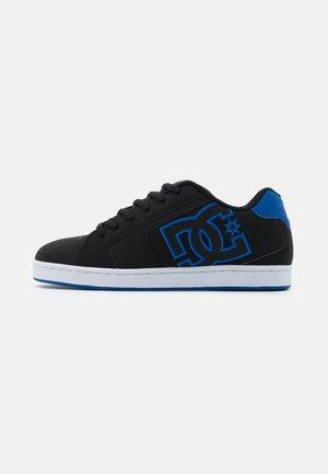 NET - Skateboardové boty - black/royal